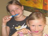 Mindestens 2 Mal täglich Zähneputzen!